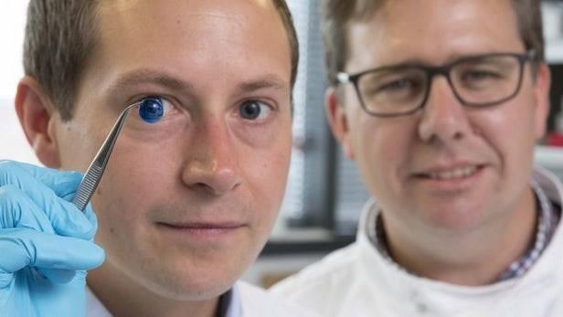Công nghệ in 3D giác mạc lần đầu tiên được các nhà khoa học tại Anh thử nghiệm. Hy vọng một kỷ nguyên mới sử dụng máy in 3D sinh học trên thế giới.