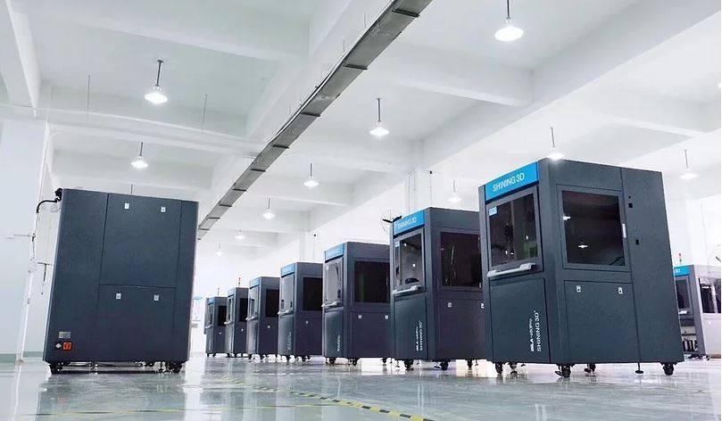 Máy in 3D SLA   Máy in 3D khổ lớn chuyên dụng sản xuất. Ngành dày, ngành tạo mẫu nhanh ô tô, ngành sản xuất công nghiệp lớn... sử dụng máy in 3D SLA.