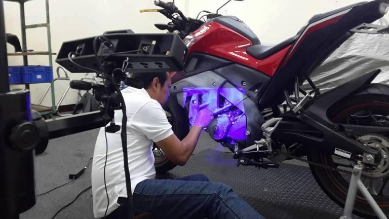 Máy quét 3D chuyên nghiệp Eascan II ( Eascan D). Với giá thành cực kỳ hợp lý cho dòng máy quét 3D công nghiệp; độ chính xác 0.015 mm và 03 bộ thấu kính...