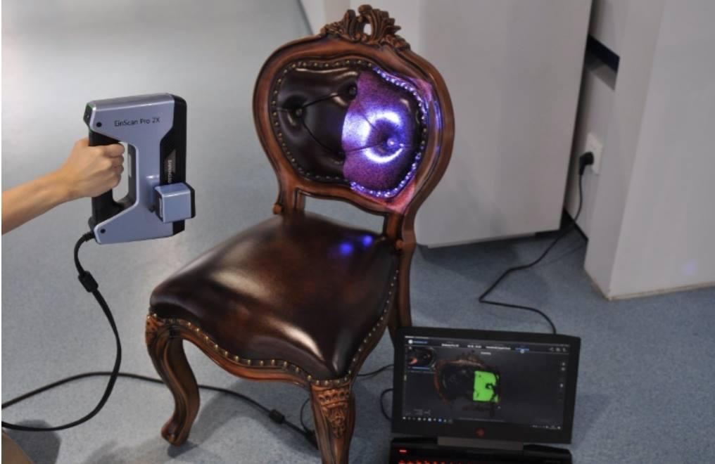 Máy quét 3D EinScan Pro 2X và máy quét 3D Einscan Pro 2X Plus là 02 dòng máy mới của Shining 3D. Việc ứng dụng các công cụ khoa học kỹ thuật mới vào bán hàng online đang được đẩy mạnh, cập nhật thường xuyên. Với việc sử dụngMáy quét 3D EinScan Pro 2X seri cho quá trình này. Các nhà bán hàng đã tiết kiệm được rất nhiều thứ, từ mặt bằng, tương tác khách hàng và nhiều hơn thế nữa. Bên cạnh đó, khách hàng không mất thời gian để đi đến showroom.
