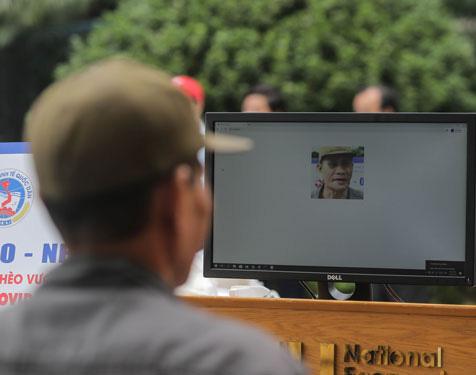 """Cây """"ATM gạo"""" nhận diện khuôn mặt tại Trường Đại học Kinh tế Quốc dân Hà Nội"""